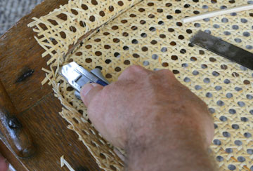 Razor knife cutting webbing