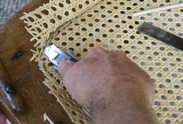Razor knife cutting webbing